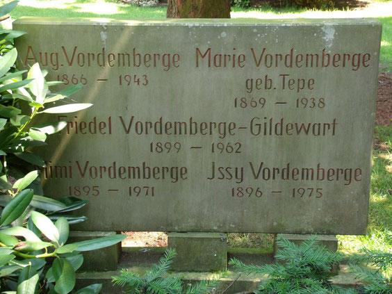 Grab von Friedrich Vordemberge-Gildewart auf dem Hasefriedhof