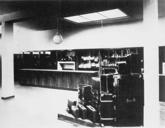 Lederwarengeschäft Vordemberge, Dielinger Straße, Osnabrück 1929 (B 14/1), aus Baugestaltung Museum Wiesbaden, S.25, © Museum Wiesbaden, Archiv Friedrich Vordemberge-Gildewart