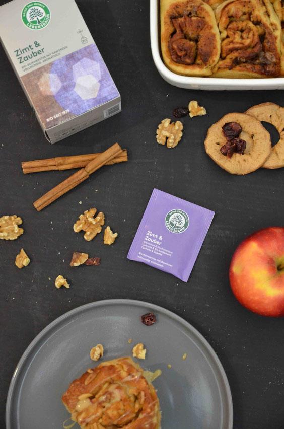 Mit Zimt & Zauber Tee von Lebensbaum gefüllte, vegane Zimtschnecken