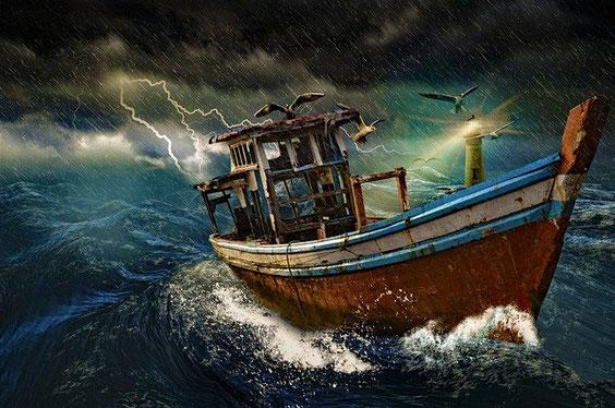Une montagne embrasée symbolisant l'autorité et la colère de Dieu est lancée dans la mer, le tiers de la mer devient du sang, un tiers des créatures marines meurt et le tiers des bateaux est détruit.