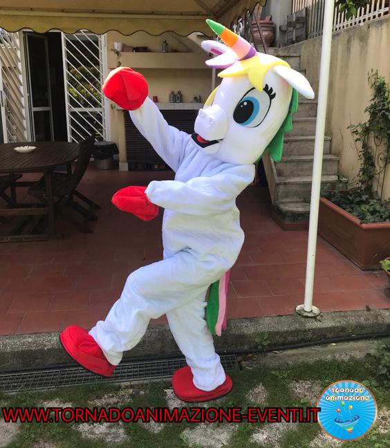 mascotte unicorno roma
