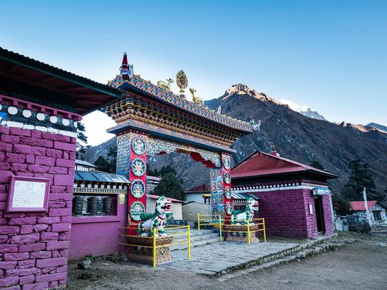Der Eingang zum Kloster in Tengboche.