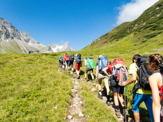 Endlich wird der Weg wieder etwas flacher und die ersten Gipfel des Kaunergrats zeigten sich.