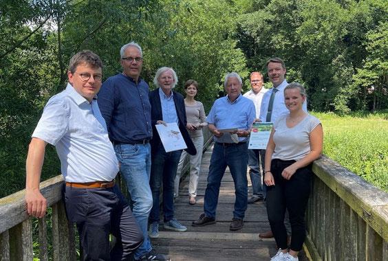 Überreichung des Förderbescheides zur Errichtung des Ersatzneubaus der Heidjer Brücke zwischen Offensen und Zeven (Foto: Samtgemeinde Zeven, 2021)