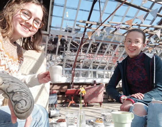 Clarita und Hannah bei der Fika