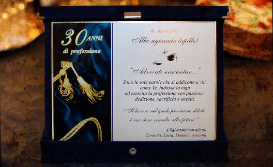 30 anni di professione - La targa donata dalle Partners dello studio