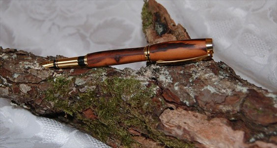 Pear wood Gold nib Fountain pen