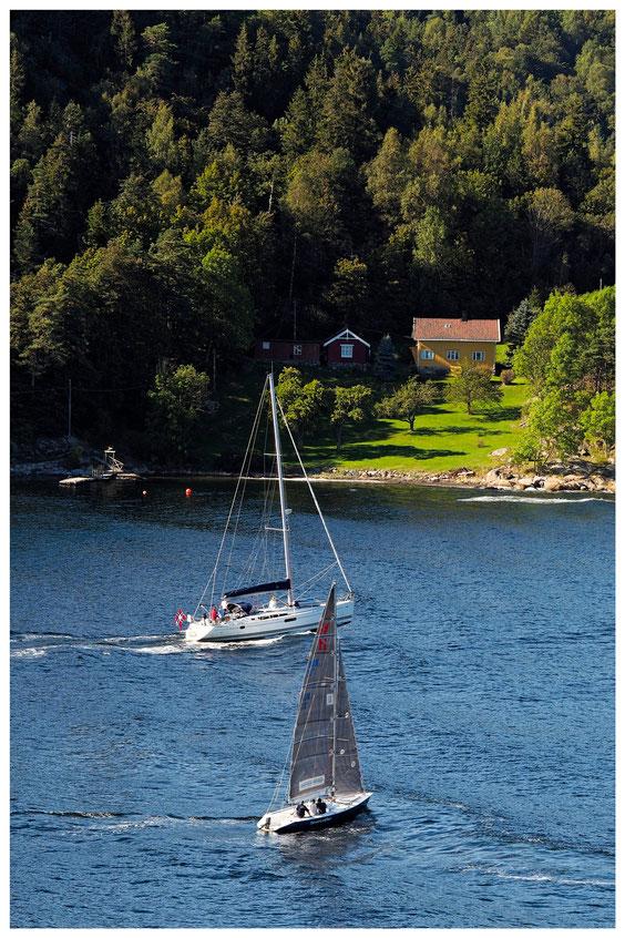 Zwei Segelboote im Oslofjord
