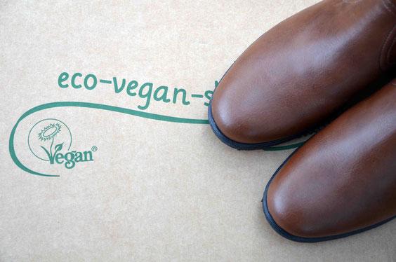 Anifree Shoes - der Online-Versandhandel für vegane Schuhe. Verschickt wird grundsätzlich plastikfrei und auf Wunsch auch in schon gebrauchten Kartons.