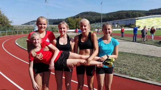 von links nach rechts: Annika Schepers, Sophie Hellmuth, Viviana Böckheler, Anna Maier, liegend: Katharina Renz