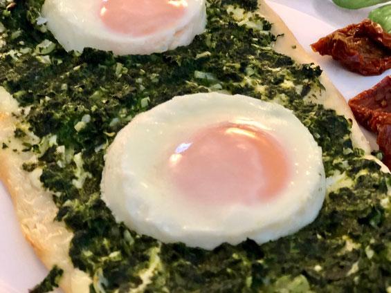Spinat mit Ei Flammkuchen