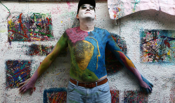 Lebendes Kunstwerk an der Wand