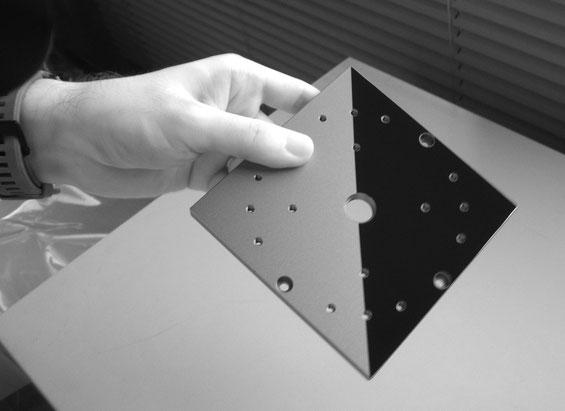 黒アルマイト処理とファインシャットSPの近赤外反射の比較