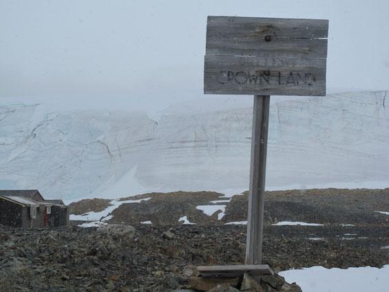 Eigentlich komisch mit dem Britischen Kronland, denn die Antarktis ist international!