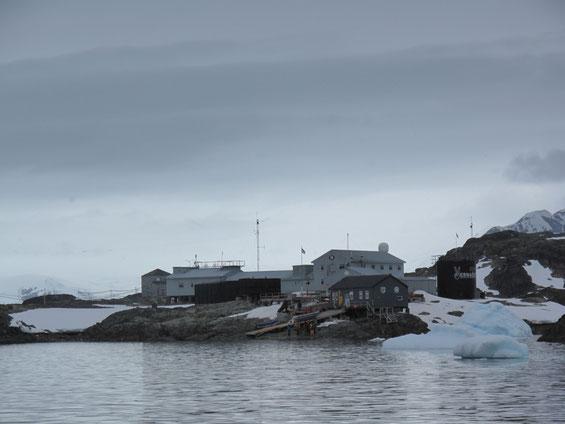 """Die Forschungsstation der Ukrainne in der Antarktis: """"Venadsky""""."""