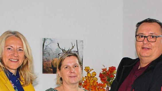 Angelika Hartwig, Gabriele Barthel (Pflegedienstleitung) vom Kreisaltenheim Steingriff, Bertram Hlawatsch; Quelle: SZ, Fotos: Kolpingfamilie Schrobenhausen