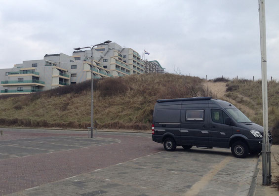 Unser Pannenparkplatz direkt hinter der Düne