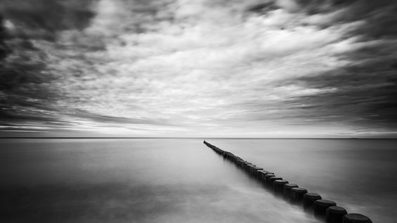 Nienhagen, Minimalismus, Holger Nimtz, Fotografie, minimalism, seascape, Baltic Sea, black and white, b&w, black, white, photography, wallart, silence, calm, loneliness, Langzeitbelichtung, longexposure, still, fineart, coast,