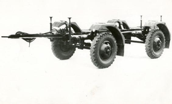 Армейский прицеп-шасси под установку спецнадстроек СМЗ 8427. Фото архивное