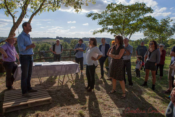"""Sébastien Dos Santos accueille Cécile Duflot, les élus, les membres de l'Association Label Nature, les riverains à """"Pougnan"""", Saint-Genès-de-Lombaud"""