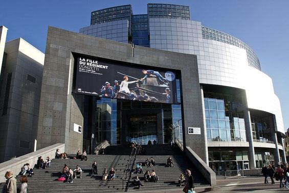 Bastille Opernhaus im Sommer