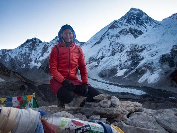 Blick auf den Mount Everest. Der Berggipfel im Hintergrund ist es, der höchste Berg der Welt.