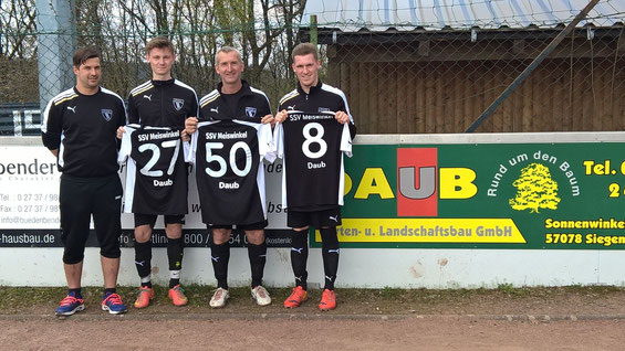 Das Bild zeigt (v. l.) SSV Meiswinkel/Oberholzklaus Cheftrainer Kim Schelges, David Christian Daub, Michael Daub und Jan Michel Daub. Foto: Verein