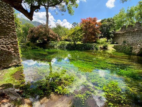 Giardini di Ninfa Cisterna di Latina parco con piante e rovine