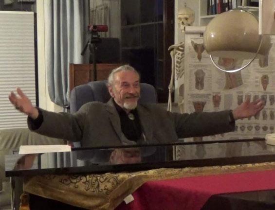 Maestro Eugen Rabine in seinem Arbeitszimmer in Walheim am Neckar