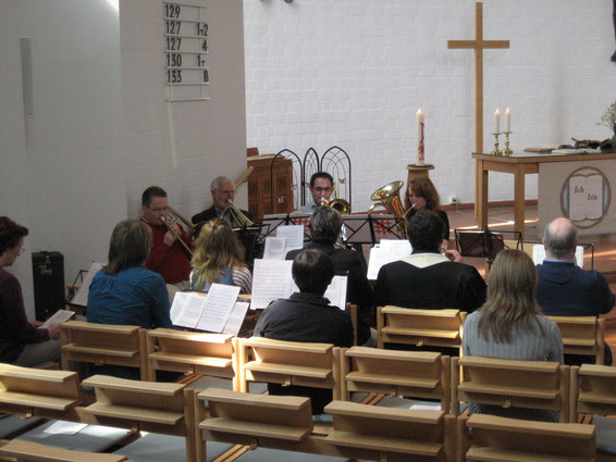 Dankeschön: Für ihre gelungene klangvolle Begleitung des Gottesdienstes erhielt der Westhagener Posaunenchor Szenenenapplaus von den Besuchern