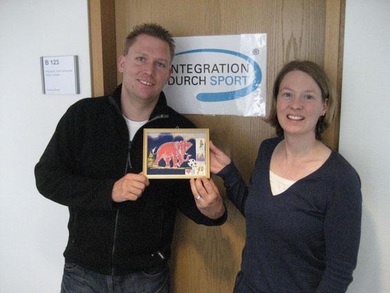 Foto mit Bild: Jenny Osthus (rechts) und Dennis Dörner