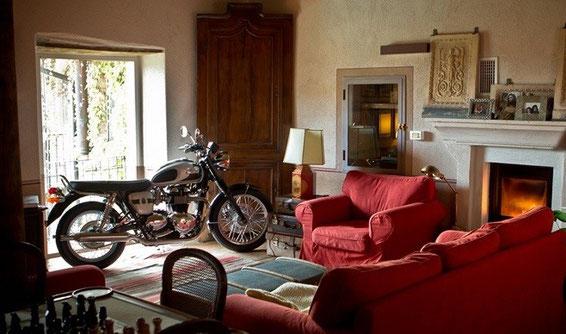 Bonneville, non solo moto, ma opera d'arte ... ci vorrebbe solo un modello identico, un pò più piccola ...