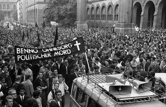 München, d. 5. Juni 1967: Demo mod politiets henrettelse af studenten Benno Ohnesorg i Berlin, den 2. juni 1967