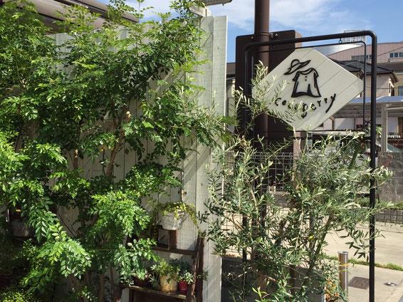 アイアンと白い木を使ったオリジナル看板