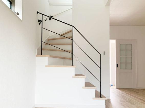 回り階段が入ると、階段手すりも形が様々