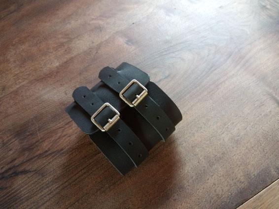 Bracelet de force, 20 euros.