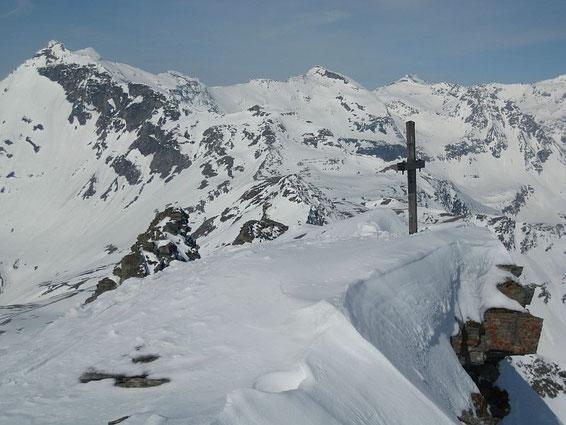 Der Gipfel mit der Hohen Geißel links im Bild