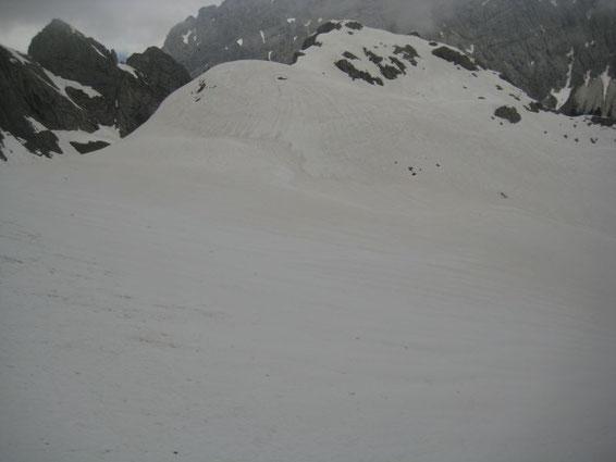 Blick hinunter zur Hauptmoräne am Eisscheitel