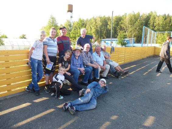 Gruppenfoto nach dem Völkerballspiel. Natürlich haben wir verloren.