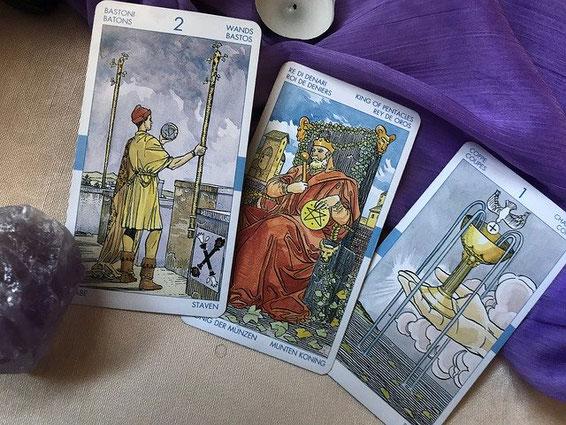 Esoteriker legt Karten