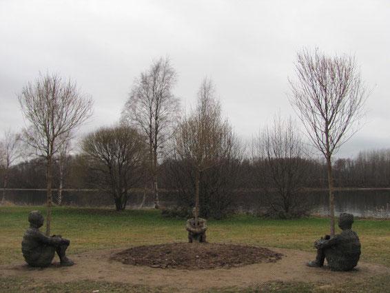 Kunst in Umeå, Bäume wachsen aus sitzenden Menschen