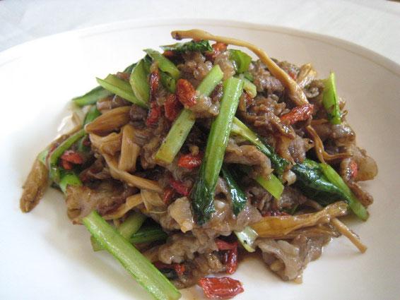 金針菜と牛肉の炒め物(写真をクリックするとレシピにとびます)