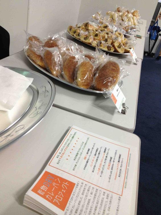 プロジェクトの趣旨とそれぞれのパン屋さんの紹介をチラシにして配りました