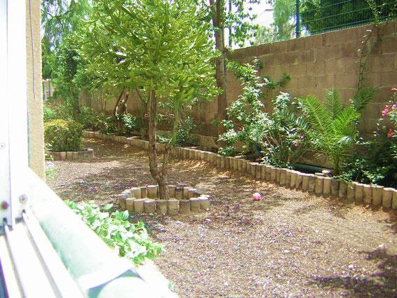 Blick aus dem Schlafzimmer in den Garten der ferienwohnung Holly auf  Teneriffa mit Pool