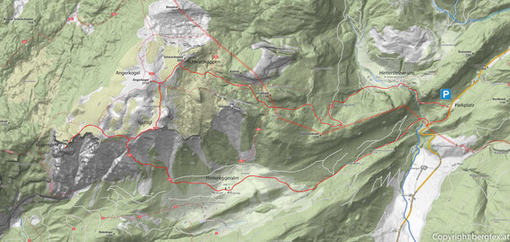 Wegverlauf vom Parkplatz am Phyrnpass zur Hintersteineralm und weiter auf den Schwarzkoppen. Am Rücken entlang zum Angerkogel und Nazogl. Am Abstieg vorbei am Kosennspitz und zurück zum Parkplatz über dieHintereggeralm.