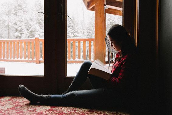 Étudions la Bible, et prions Dieu de nous guider dans notre vie de tous les jours. Nos convictions donnent du sens à notre vie.