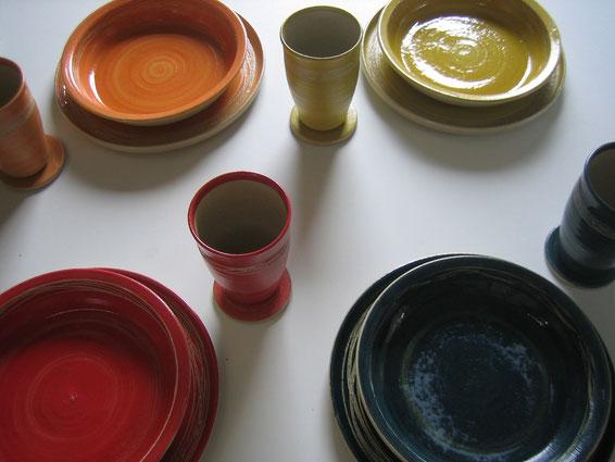 buntes Keramikgeschirr