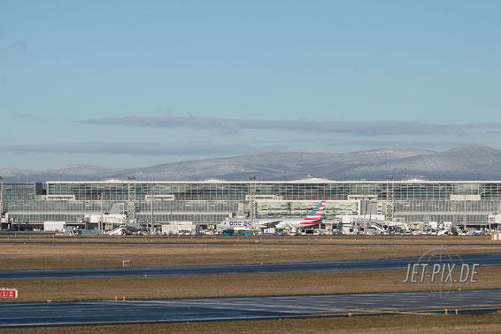 N791AN AmericanAirlines Boeing 777 Oneworld EDDF Frankfurt bei Schnee