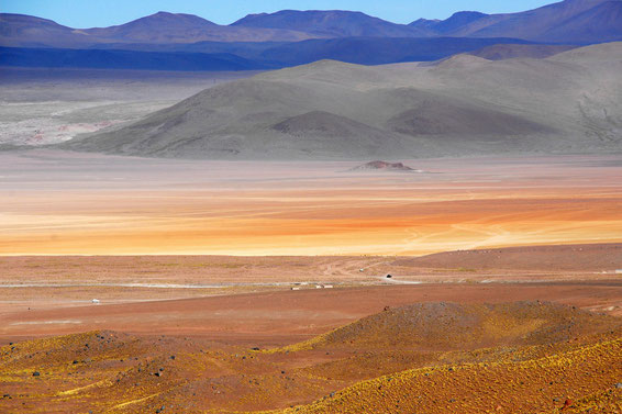 in Bolivien treffen Sie auf eine unglaubliche, unerwartete, nahezu unrealistische Farbenpracht