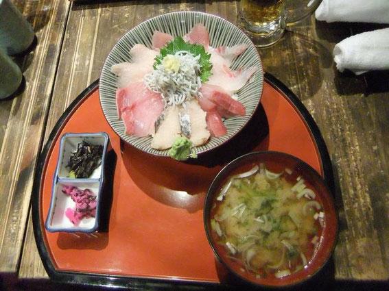 Poissons crus, pickles et soupe miso
